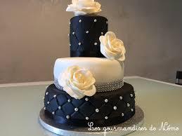 gâteau à étages noir blanc et strass ganache kinder et curd
