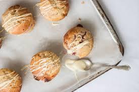 muffins mit himbeeren und weißer schokolade stadtmärchen