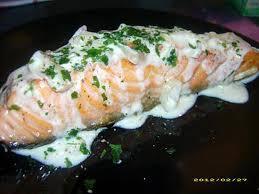 comment cuisiner un pavé de saumon recette de pavé de saumon à la crème de vin blanc