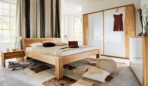 schlafzimmer komplett aus massivholz mit baumkante in kernbuche wildeiche natur oder wildeiche bianco