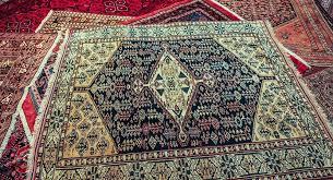 magasin de tapis l iran offre à la un tapis de luxe avec le logo de l