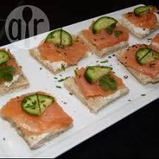 canape au saumon recette canapés au saumon fumé et au concombre toutes les recettes