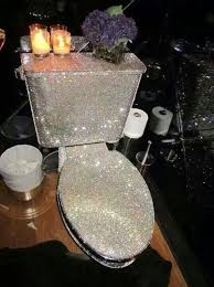 pin schnute heß auf spiegelmöbel silber deko