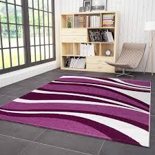 designer teppich mit geschwungenen horizontalen wellenmuster