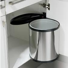 poubelle cuisine pivotante préserver la déco de sa cuisine avec les poubelles encastrables