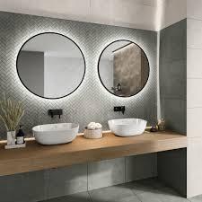 puristisches badezimmer mit attraktiven wandfliesen und