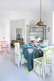 gedeckter tisch im esszimmer in weiß mit bilder kaufen