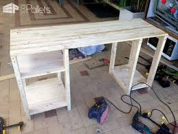 Building A Simple Wooden Desk by Best 25 Wood Computer Desk Ideas On Pinterest Simple Computer