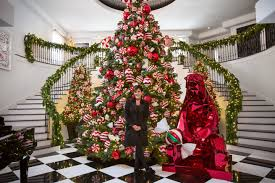 Frontgate Christmas Trees Decorated by Get The Look Kris Jenner U0027s Christmas Decor Photos Architectural