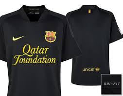 le nouveau maillot exterieur du fc barcelone 2011 2012 entre en scène