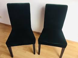 zwei ikea stühle samt dunkelgrün