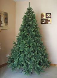 Which Christmas Tree Smells The Best Uk by Best Artificial Tm 6ft Premium Real Feel Hinged Christmas Tree