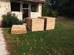 DIY Pallet Hideout For The Kids