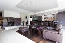 geräumige moderne wohnzimmer und große