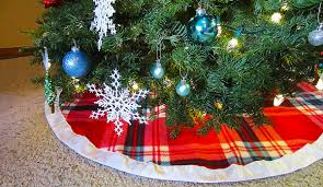 DIY Plaid Christmas Tree Skirt With Satin Binding