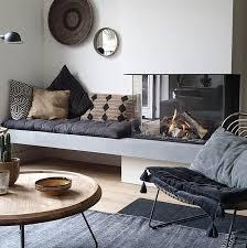 haard en tv meubel op lange wand met hardstenen blad kamin