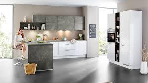 moderne l küche focus nobilia mit front in hochglanz alpinweiß