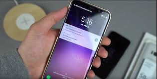 Is there a way to change the clock on the lock screen on the S8