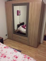 schlafzimmer bett schrank kleine komode