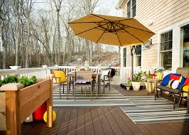 Outdoor Decorating Ideas And DIYs For A Back Deck Dining Area