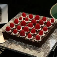 Delightful No Bake Chocolate Cake With Strawberries