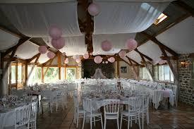 5 idées de décoration pour un plafond de mariage de rêve