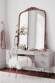 Ideas For Decorating A Bedroom Dresser by Best 25 Antique Bedrooms Ideas On Pinterest Bedroom Light