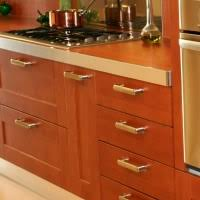 Drilling guide for drawer pulls