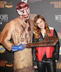 Halloween Hayride 2014 by Pals Zac Efron And Brittany Snow Cozy Up At Haunted Hayride Cambio