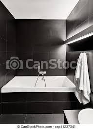 moderne minimal kleidtoiletten in schwarz weiß tönen canstock