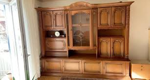 schrank massivholz wohnzimmerschrank aus holz mit glas