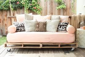 canapé diy fabriquer salon de jardin en palette de bois tuto canapé et