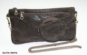 brown engraved and metallic powder leather handbag bolsos