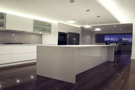 White Gloss Poly Kitchen With Starphire Glass Splashback In Dulux Toffee Fingers