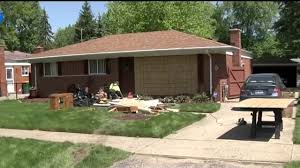 100 Truck Crashes Video Pickup Truck Crashes Into House In Farmington Hills