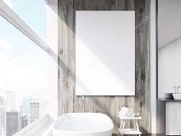 großaufnahme poster an badezimmerwand stockfotografie