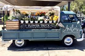 Nashvilles Favorite Florist On The Go Has Seasonal Blooms To Match Hues Of Autumn Plus I Just Found Out That They Deliver Ameliasflowertruck