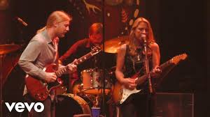 Tedeschi Trucks Band - Misunderstood (Live) - YouTube