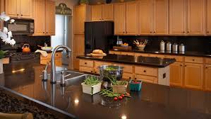 cuisine bois plan de travail noir design interieur plan travail granit noir mobilier bois cuisine