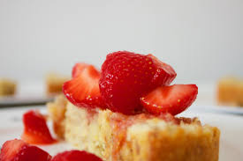 Vegan Pound Cake Loaf with Quick Marinated Strawberries — BAKECETERA