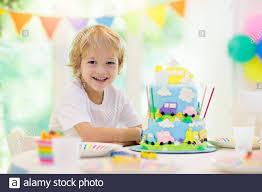 kindergeburtstag boy kuchen mit auto und flugzeug