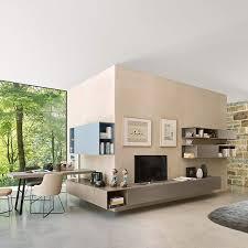 eine moderne wohnwand mit viel stauraum und leichtigkeit