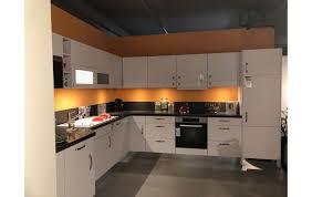 nobilia küche laser polarweiß mit granitplatte