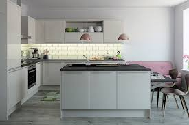 moderne küche mit kochinsel ist die beste lösung für diesen raum