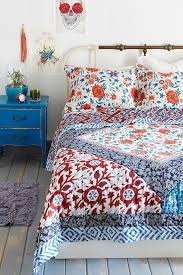 Magical Thinking Farmhouse Floral Quilt Urbanoutfitters A More Modern Take On The Heirloom Style Quilting IdeasBedroom