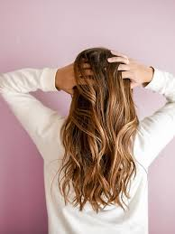 so gehts braune haare ohne blondierung zuhause aufhellen