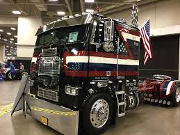 Great American Trucking Show Featured Many COEs | CLASSIC TRUCKS ...