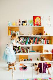 etagere pour chambre enfant 105 idées d aménagement pour une chambre d enfant