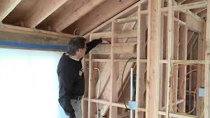 Insulating Cathedral Ceilings With Spray Foam by Spray Foam Insulation Vs Fiberglass Youtube