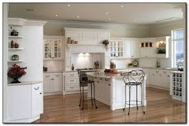 Kitchen Wall Paint Colors With Cherry Cabinets by How To Coordinate Paint Color With Kitchen Colors With Cherry